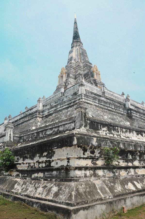 Templo antigo de Wat Phu Khao Thong em Ayutthaya em Tailândia fotos de stock royalty free