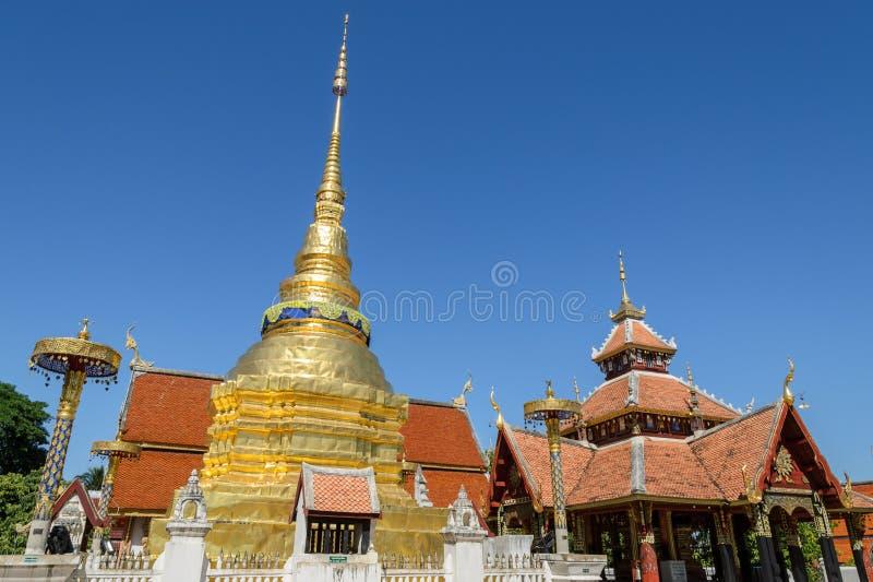 Templo antigo de Wat Pongsanuk em Tailândia fotos de stock