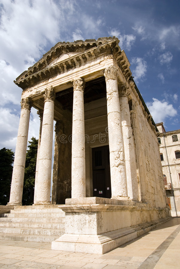 Templo antigo do imperador Augustus nos Pula imagem de stock royalty free