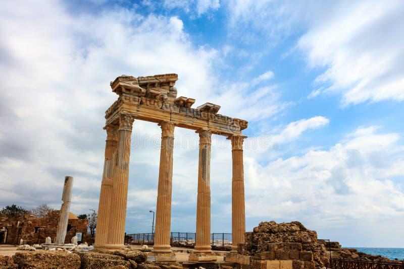 Templo antigo FO Apollo no mar de Mediterranien fotos de stock