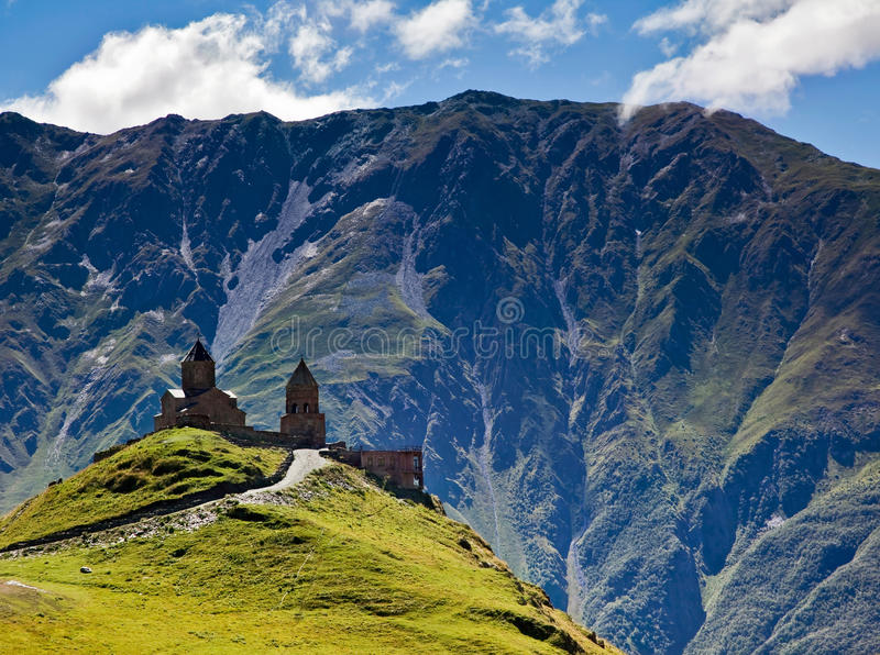 Templo antiguo en las montañas de Georgia imagen de archivo libre de regalías