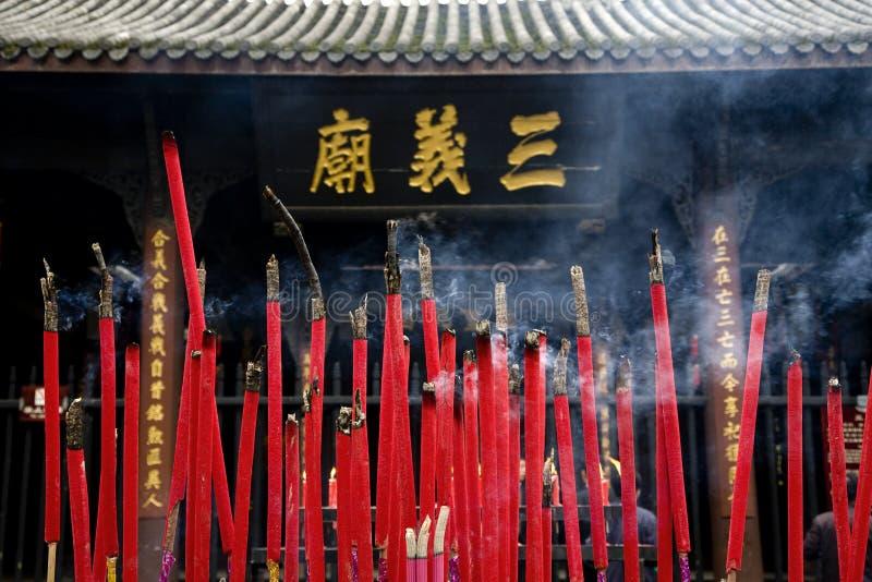 Templo ardente Sichuan China do incenso fotografia de stock royalty free