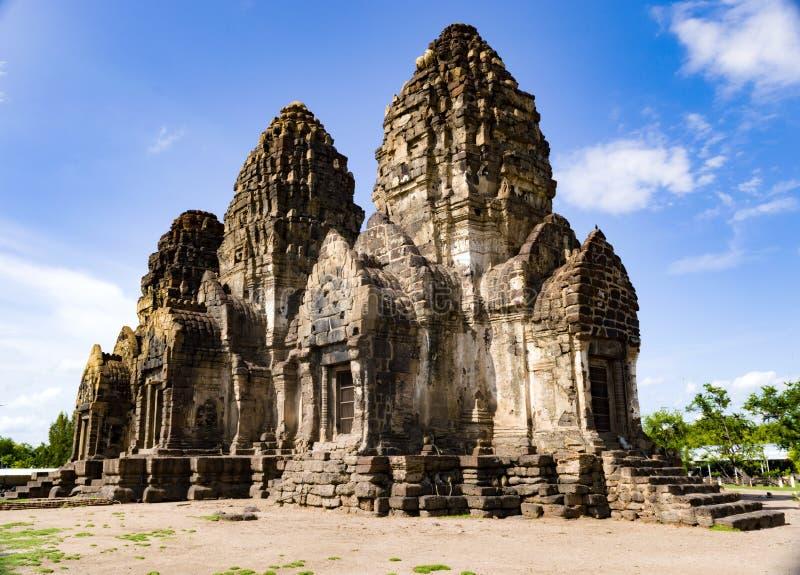 Templo Asia del mono de Tailandia del lopburi del templo del yod de Prang Sam foto de archivo libre de regalías