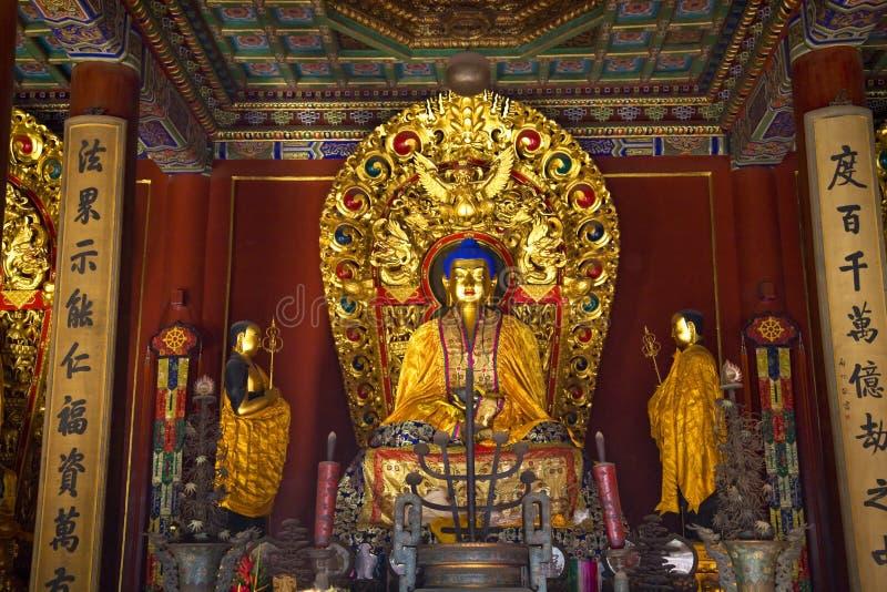 Templo azul Pekín del gongo de Yonghe del altar de Buddha fotos de archivo