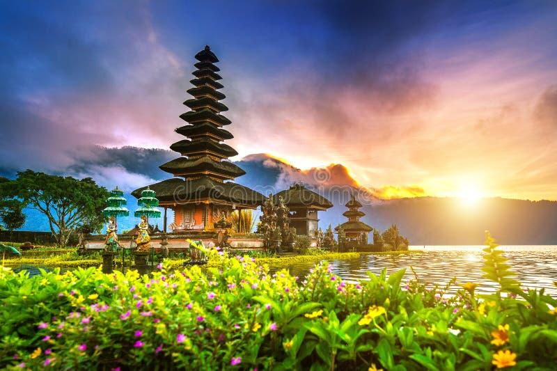 Templo bratan del danu del ulun de Pura en Bali imagen de archivo libre de regalías