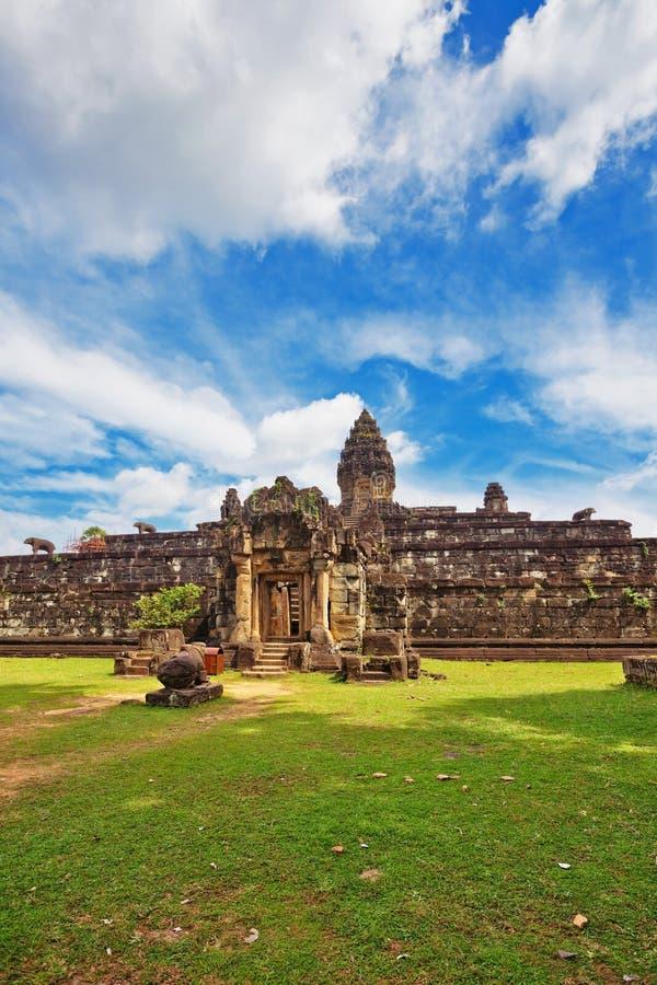 Templo budista antiguo del khmer en el complejo de Angkor Wat imagen de archivo