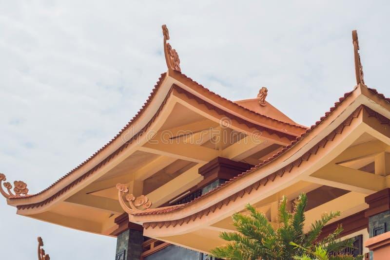 Templo budista bonito no montanhês, Phu Quoc, Vietname fotos de stock