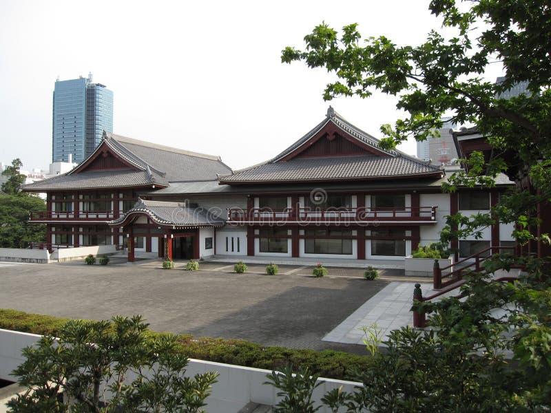 Templo budista circunvizinho das construções japonesas tradicionais imagens de stock
