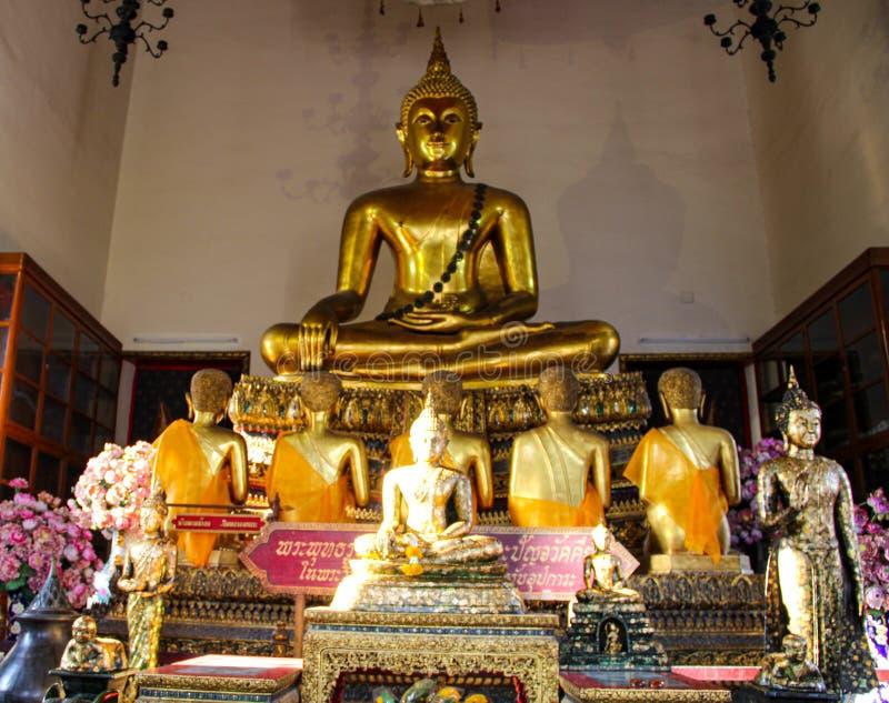 Templo budista em Banguecoque, Tail?ndia fotografia de stock