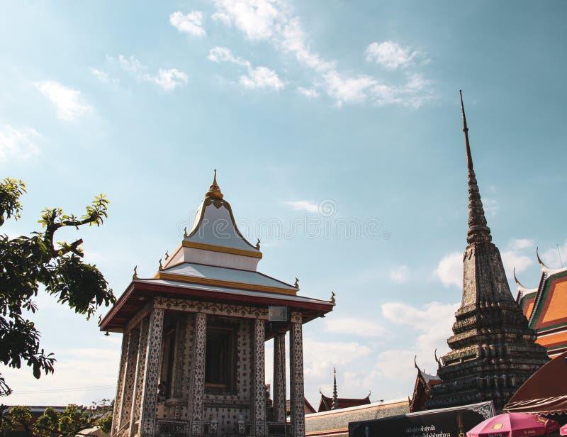 Templo budista em Banguecoque, Tail?ndia foto de stock