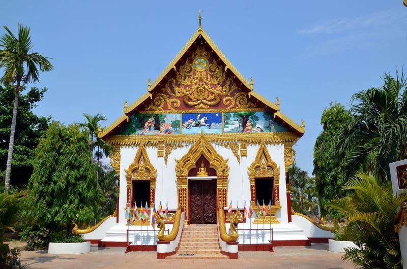 Templo budista en la ciudad de Pakse en Laos foto de archivo