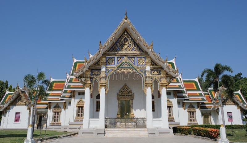 Templo budista en un ambiente pacífico imagen de archivo