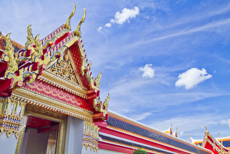 Templo budista no céu azul fotografia de stock