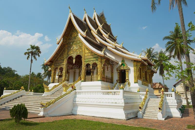 Templo budista no complexo de Kham Royal Palace do espinho em Luang Prabang, Laos fotos de stock