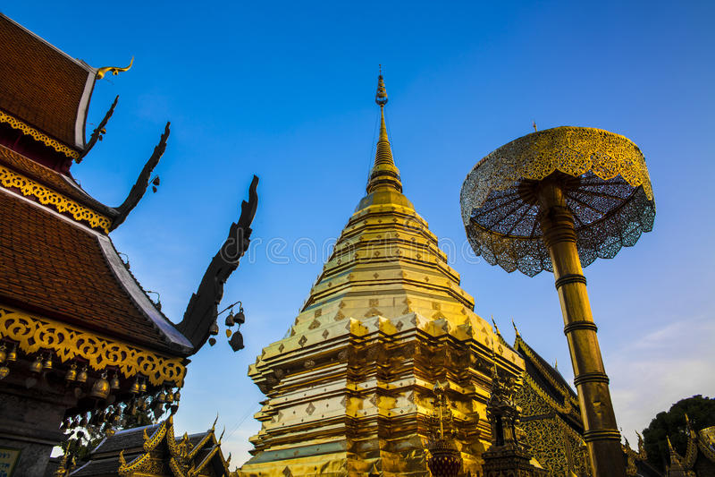 Templo budista (Wat Phra That Doi Suthep), Chiang Mai, señal y atracciones turísticas en Tailandia. fotos de archivo libres de regalías