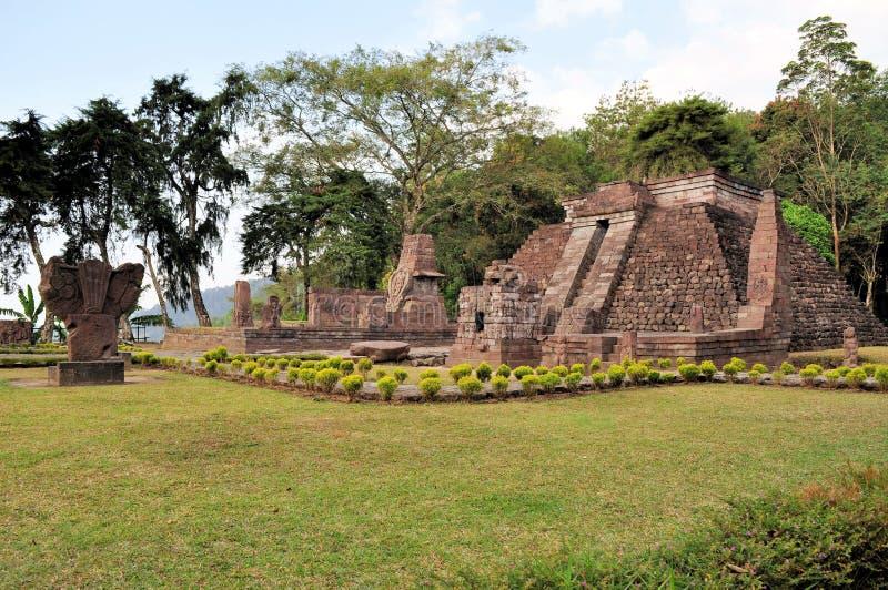 Templo cerca de Solokarta, Java de Candi Sukuh Hindu imagenes de archivo