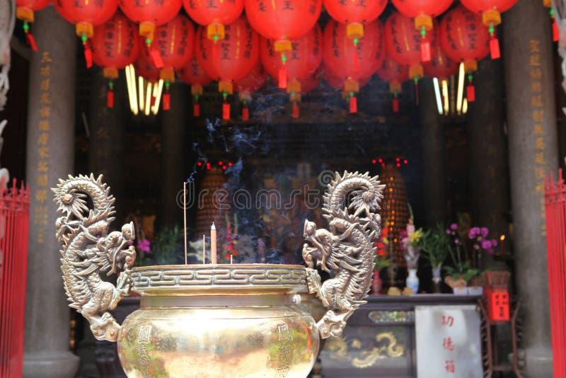 Templo chinês com lanterna imagem de stock