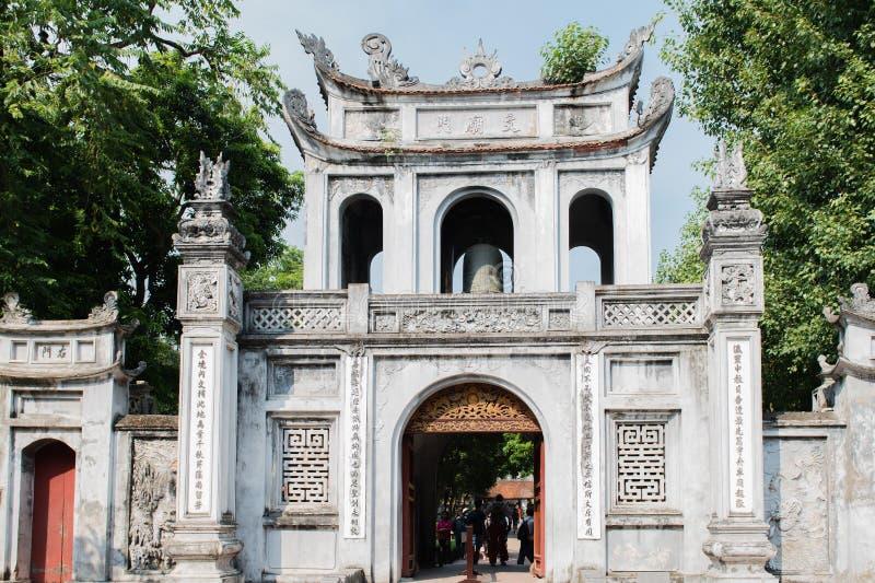 Templo chino en el centro de ciudad de Hanoi fotos de archivo libres de regalías