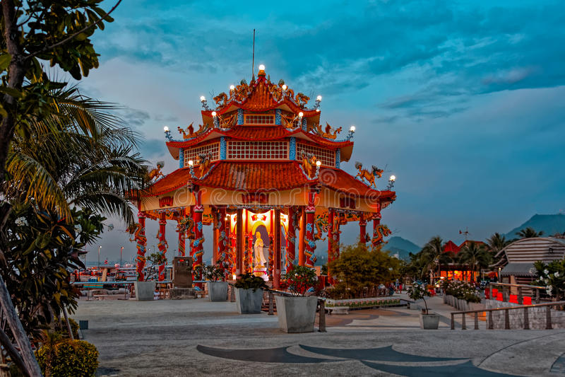 Templo chino en Koh Loi imagen de archivo