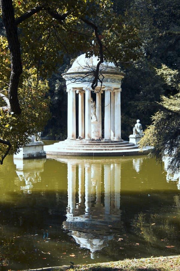 Templo clásico foto de archivo libre de regalías