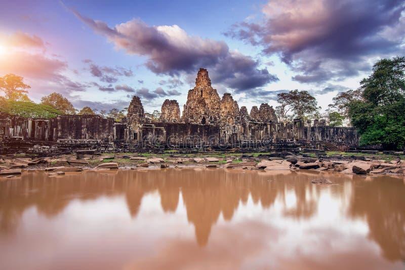 Templo com as caras de pedra gigantes, Angkor Wat de Bayon, Siem Reap imagem de stock royalty free