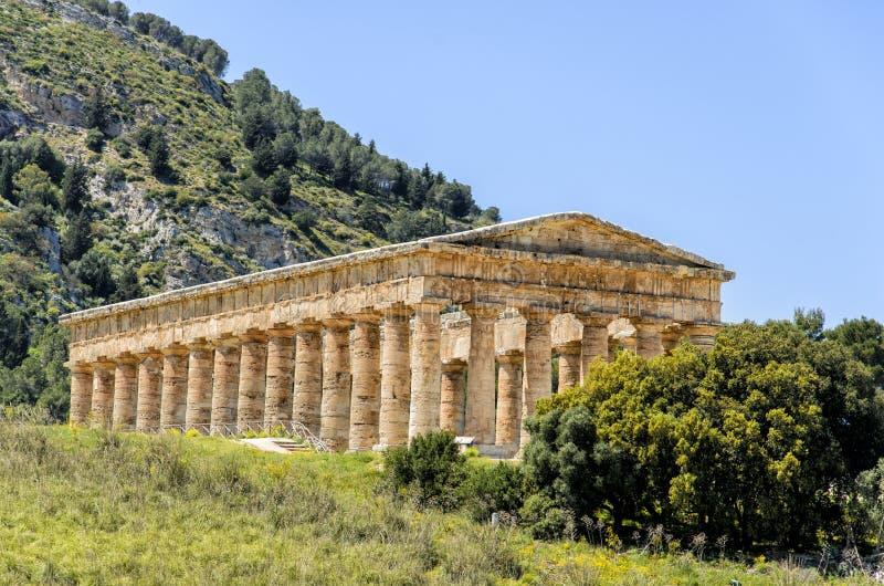 Templo dórico en Segesta, Sicilia, Italia fotos de archivo