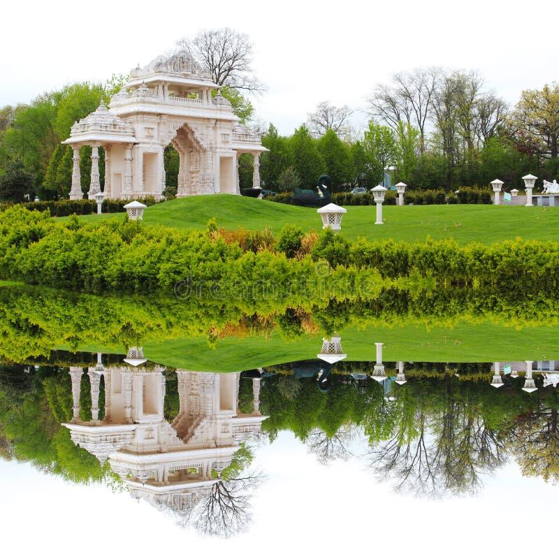 Templo da Índia com o parque verde bonito imagens de stock royalty free