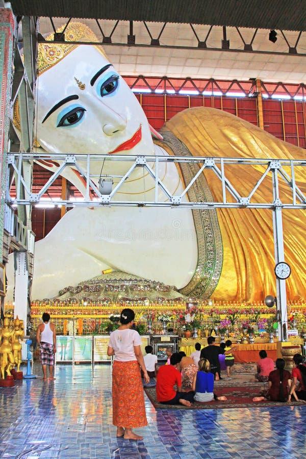 Templo da Buda de Chaukhtatgyi, Yangon, Myanmar fotos de stock