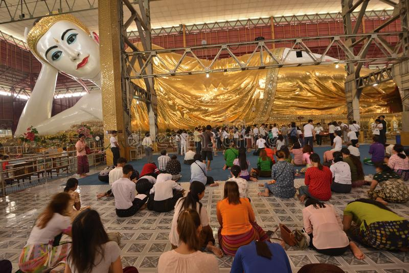 Templo da Buda de Paya Chaukhtatgyi foto de stock royalty free