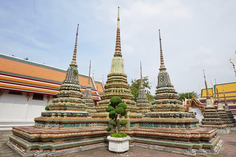 Templo da Buda de reclinação em Banguecoque imagem de stock royalty free