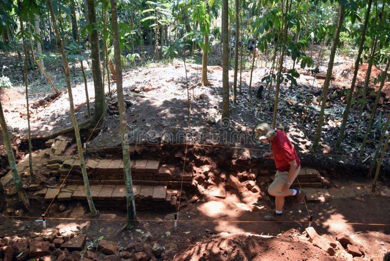 TEMPLO da escavação da CONSTRUÇÃO foto de stock