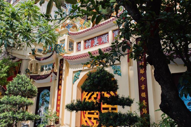 Templo da literatura, a camionete Mieu, no centro de Hanoai imagens de stock