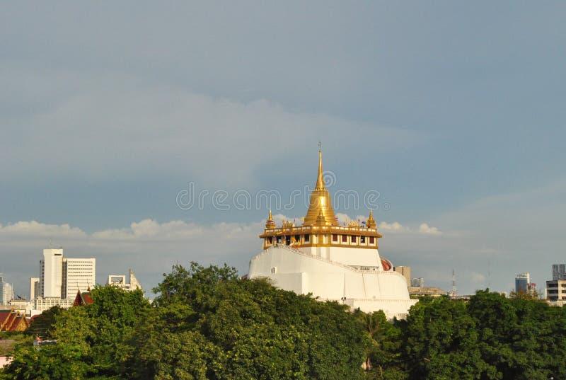 Templo da montanha do ouro em Banguecoque Tailândia imagens de stock royalty free