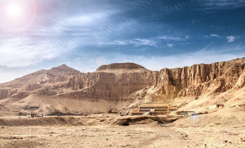 Templo da morgue de Hatshepsut fotos de stock