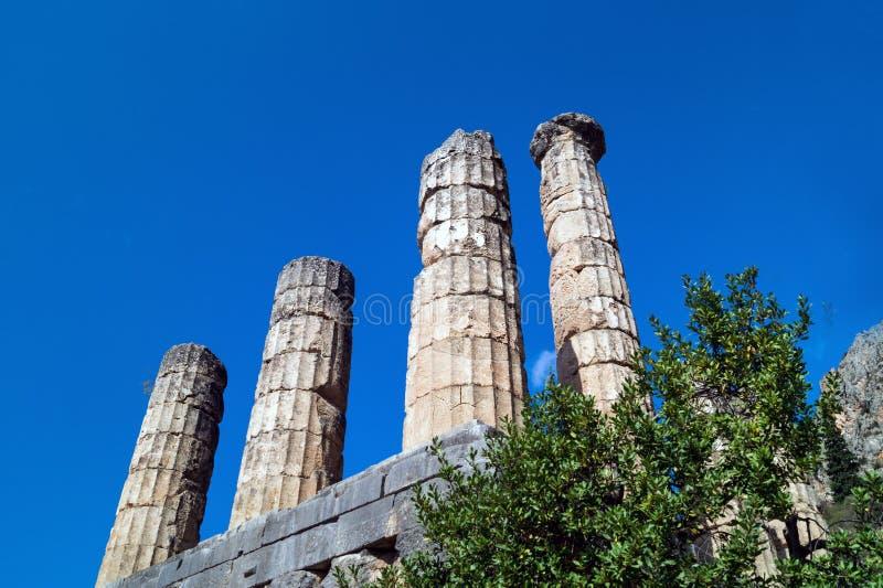 Templo de Apollo no local arqueológico do oráculo de Delphi imagem de stock royalty free