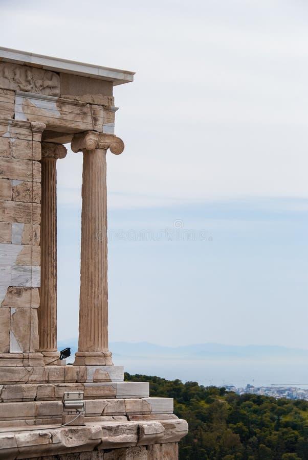 Templo de Athena do nike dos apteros na acrópole de Atenas Grécia fotografia de stock