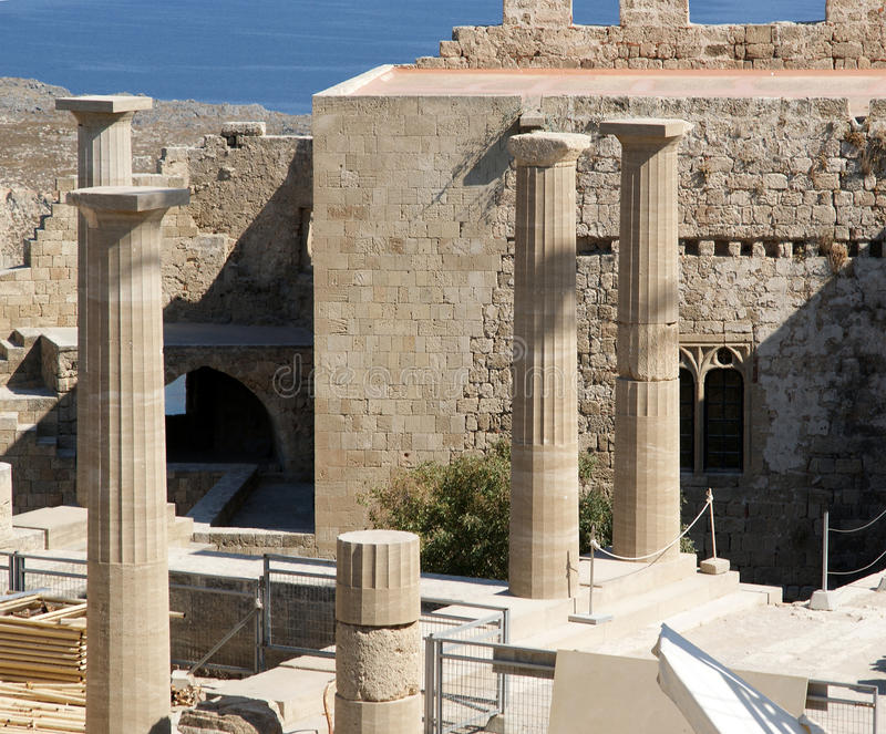 Templo de Athena Lindia na acrópole de Lindos, o Rodes imagens de stock