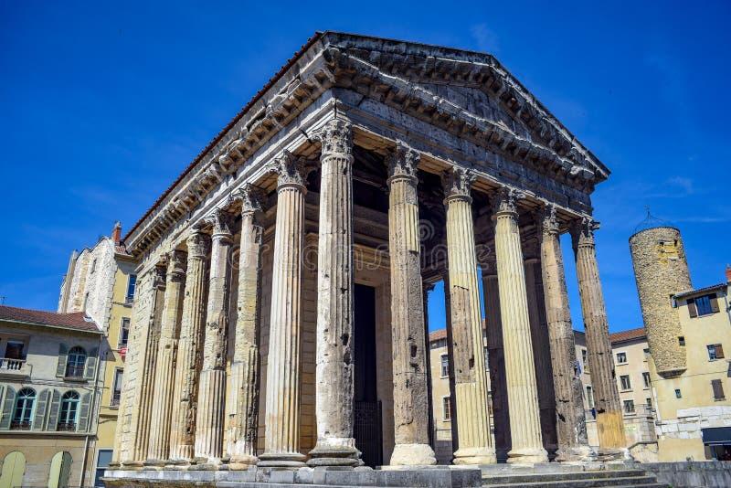 Templo de Augustus en el centro histórico de Vienne, Francia fotos de archivo