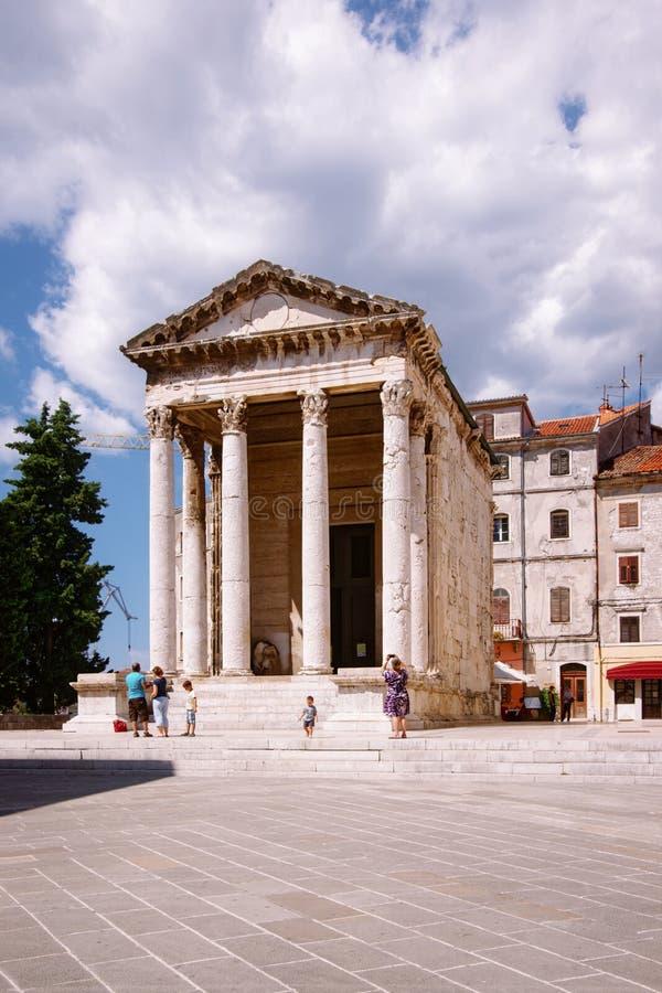Templo de Augustus no quadrado do fórum nos Pula, Croácia fotografia de stock royalty free