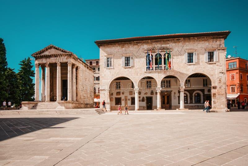 Templo de Augustus no quadrado do fórum nos Pula, Croácia imagem de stock royalty free