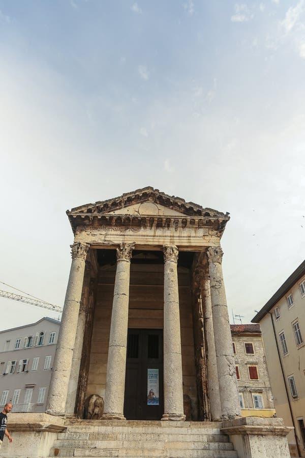 Templo de Augustus nos Pula imagens de stock royalty free