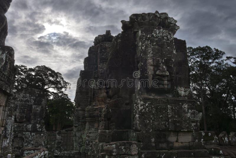 Templo de Bayon, templo budista do khmer em Angkor Thom City do século XI, no complexo de Angkor Wat perto de Siem Reap, Camboja fotografia de stock royalty free