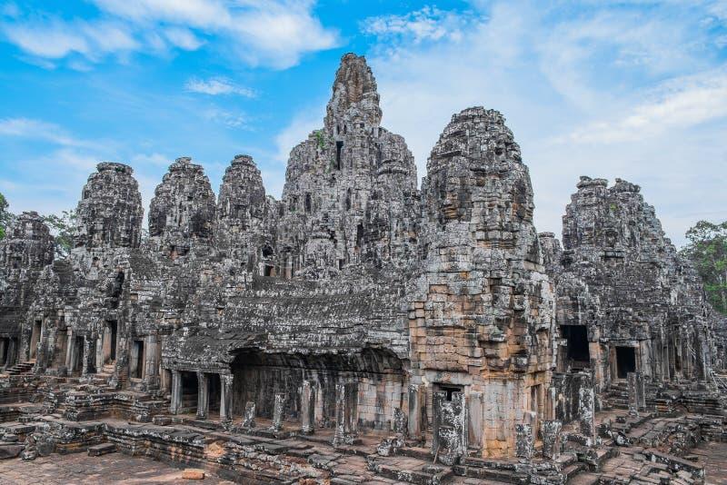 Templo de Bayon com cabeças de pedra imagem de stock royalty free