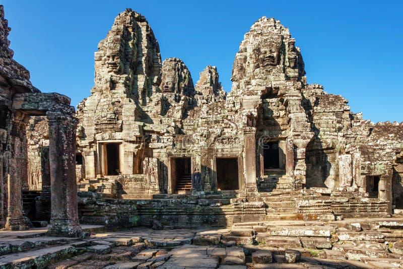 Templo de Bayon en el complejo de Angkor Wat imagenes de archivo