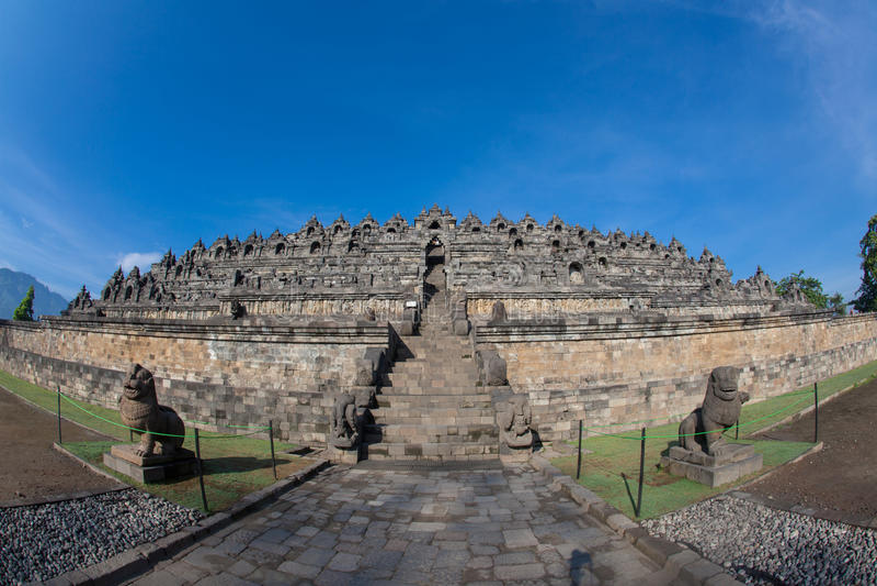 Templo de Borobudur perto de Yogyakarta na ilha de Java fotos de stock