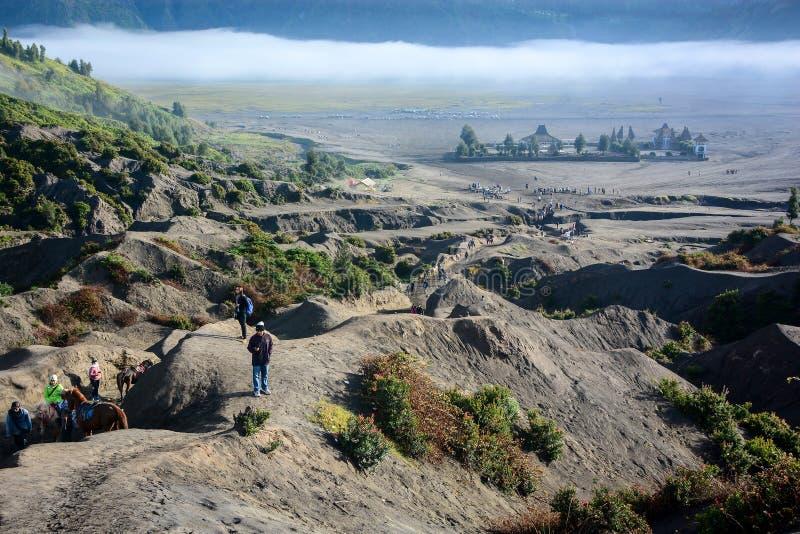 Templo de Candi Bentar del cráter del soporte Bromo fotografía de archivo