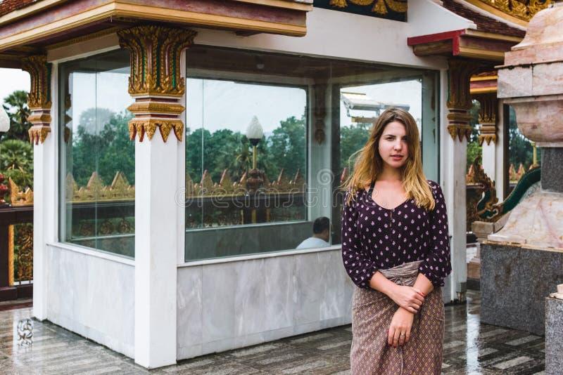 Templo de Chalong na ilha de Phuket, Tailândia fotos de stock royalty free