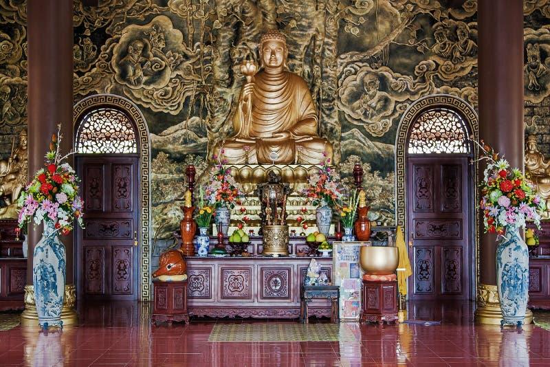 Templo de Chon Nguyen Hai largo, Vietnam (II) interior fotografía de archivo