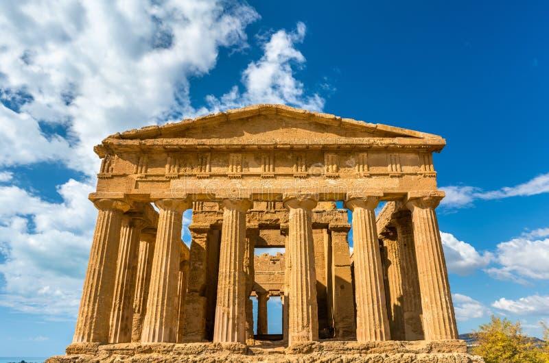 Templo de Concordia no vale dos templos em Sicília, Itália fotos de stock