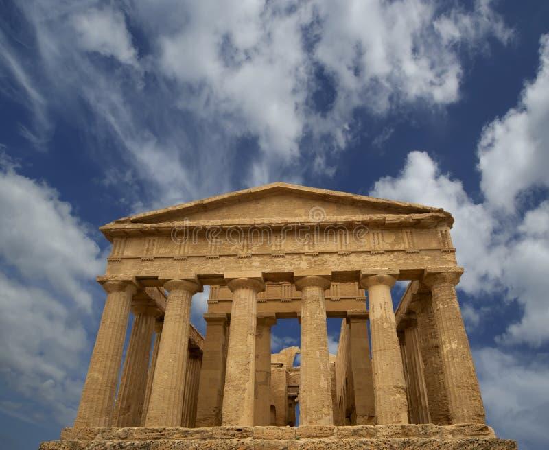 Templo de Concordia (siglo de V-VI A.C.), valle de los templos, Agrigento, Sicilia del griego clásico fotografía de archivo